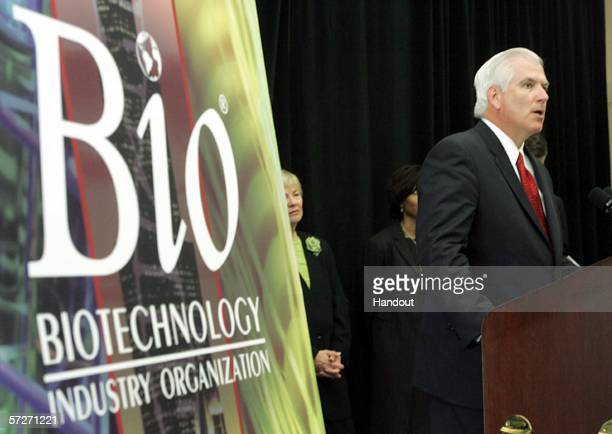 Abbott Laboratories CEO Miles White speaks about BIO 2006 the world's biggest biotechnology conference April 6 2006 in Chicago Illinois The...