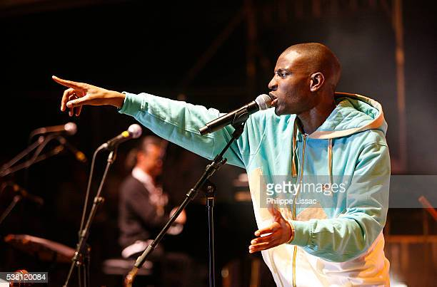 abd-al malik on stage - rapper stock pictures, royalty-free photos & images