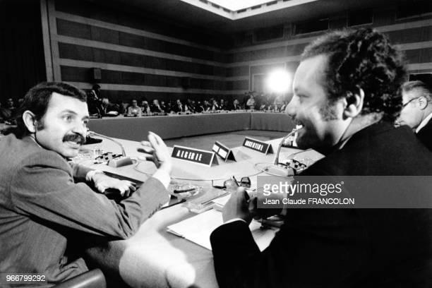 Abdelaziz Bouteflika et Ahmed Zaki Yamani lors de la conférence NordSud le 30 mai 1977