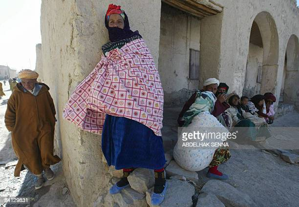 Abdelfettah FAKIHANI Residents of the village of Imilchil a village situated at 2200m altitude at the heart of the High Atlas sit in the shade on...