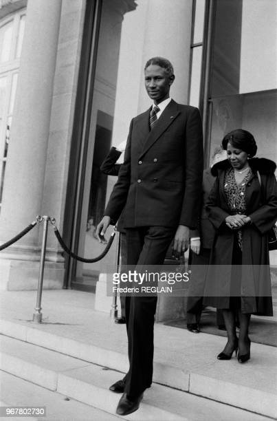 Abdou Diouf président du Sénégal sur le perron du palis de l'Elysée le 14 décembre 1984 à Paris France