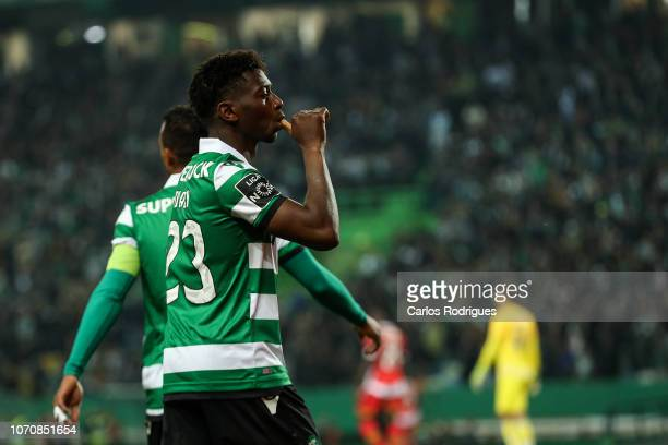Abdoulay Diaby of Sporting CP celebrates scoring Sporting CP fourth goal during the Liga NOS round 12 match between Sporting CP and CD Aves at...