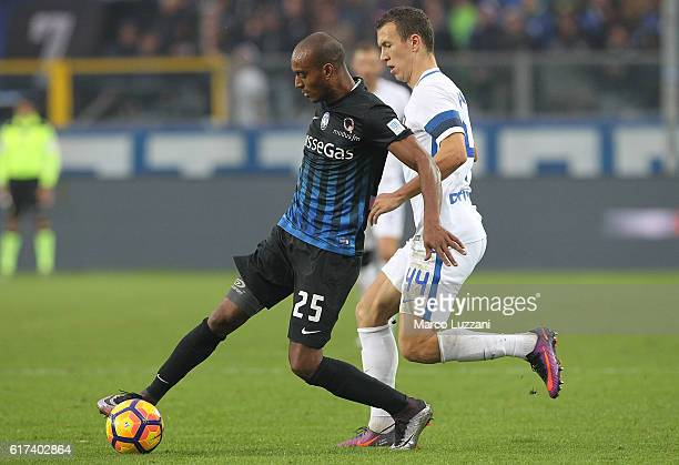 Abdoulay Konko of Atalanta BC is challenged by Ivan Perisic of FC Internazionale Milano during the Serie A match between Atalanta BC and FC...