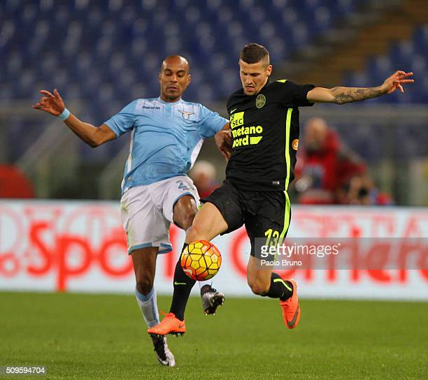Abdoulay Konko of SS Lazio competes for the ball with Pawel Wszolek of Hellas Verona FC during the Serie A match between SS Lazio and Hellas Verona...