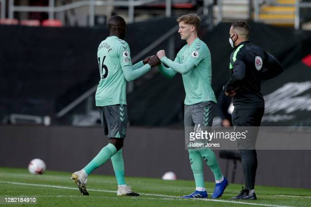 Abdoulaye Doucoure is replaced by Anthony Gordon of Everton during the Premier League match between Southampton and Everton at St Mary's Stadium on...