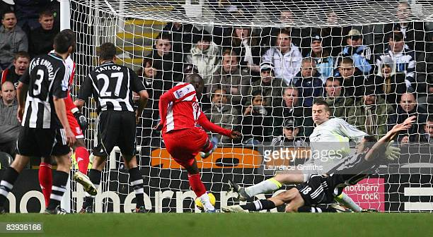 Abdoulaye Faye of Stoke City scores an injury time equaliser past Shay Given of Newcastle during the Barclays Premier League match between Newcastle...
