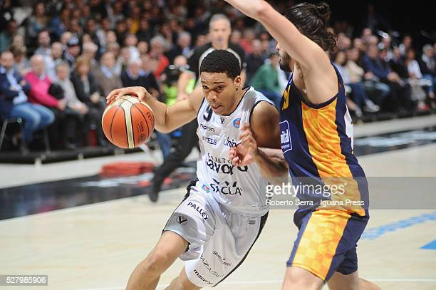 Abdul Gaddy of Obiettivo Lavoro competes with Chris Goulding of Manital during the LegaBasket match between Virtus Obiettivo Lavoro Bologna v...