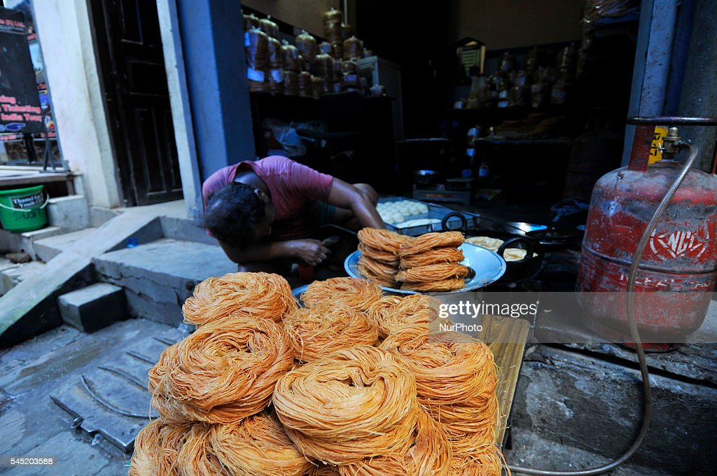 Simple India Eid Al-Fitr Food - abdul-habib-49yrs-old-preparing-muslims-savor-sewai-for-the-eid-in-picture-id545203588  Picture_375100 .com/photos/abdul-habib-49yrs-old-preparing-muslims-savor-sewai-for-the-eid-in-picture-id545203588