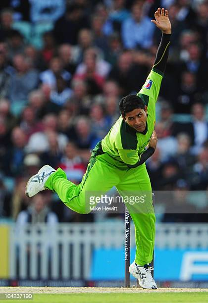 Abdul Razzaq of Pakistan bowls during the 3rd NatWest One Day International between England and Pakistan at The Brit Insurance Oval on September 17...