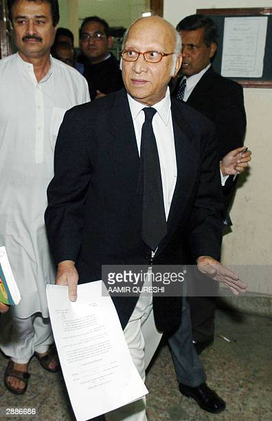 Abdul Waheed Katpar defence lawyer of Islamic militant charged in connection with the 2002 murder of US Journalist Daniel Pearl Sheikh Omar arrives...