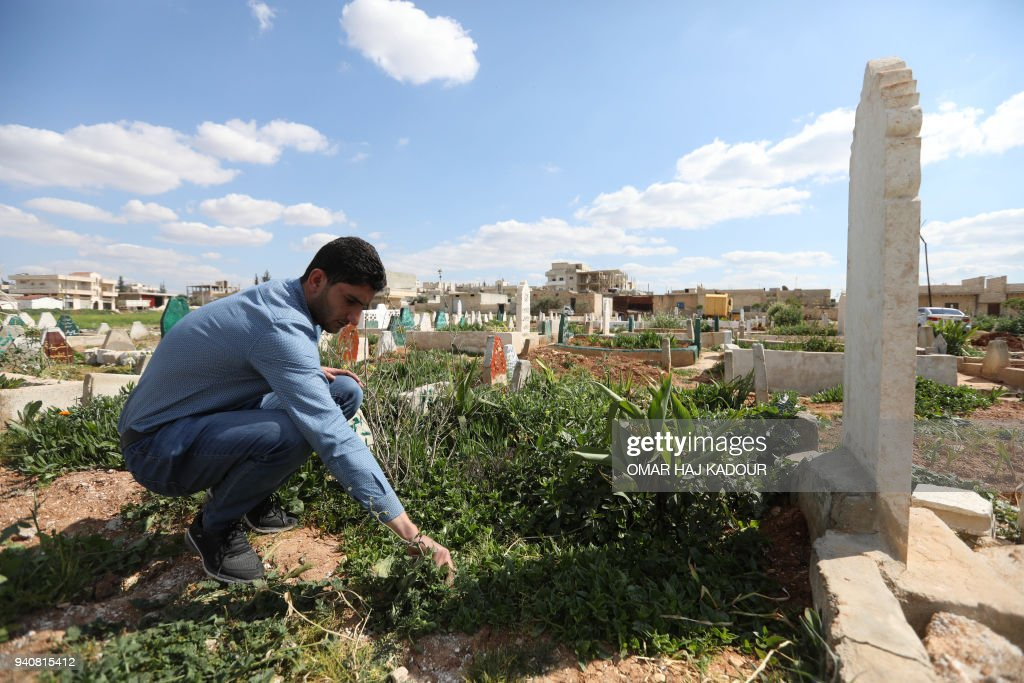 SYRIA-CONFLICT-CHEMICAL-ANNIVERSARY : News Photo