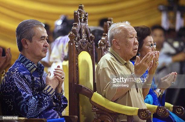 Abdullah Ahmad badawi prime minister of Malaysia left and AlMutawakkil Alallah Sultan Iskandar Al Haj Ibni Almarhum Sultan Ismail Al Khalidi sultan...