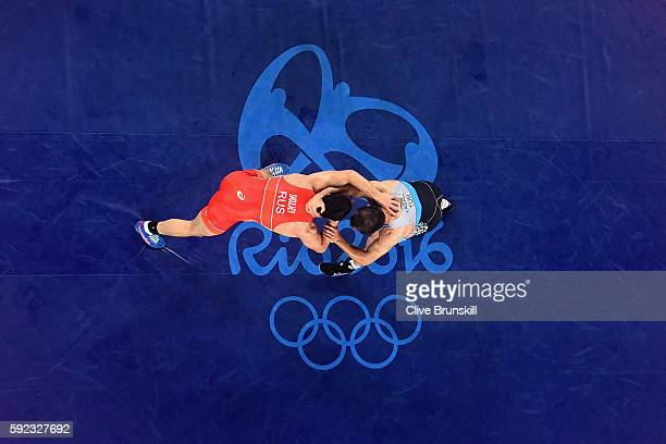 Abdulrashid Sadulaev of Russia and Selim Yasar of Turkey compete during the Men's Freestyle 86kg Gold Medal bout on Day 15 of the Rio 2016 Olympic...