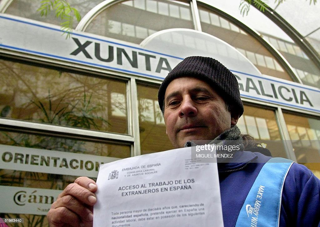 Abel Doqueiras de Olindas shows a request form fro : News Photo