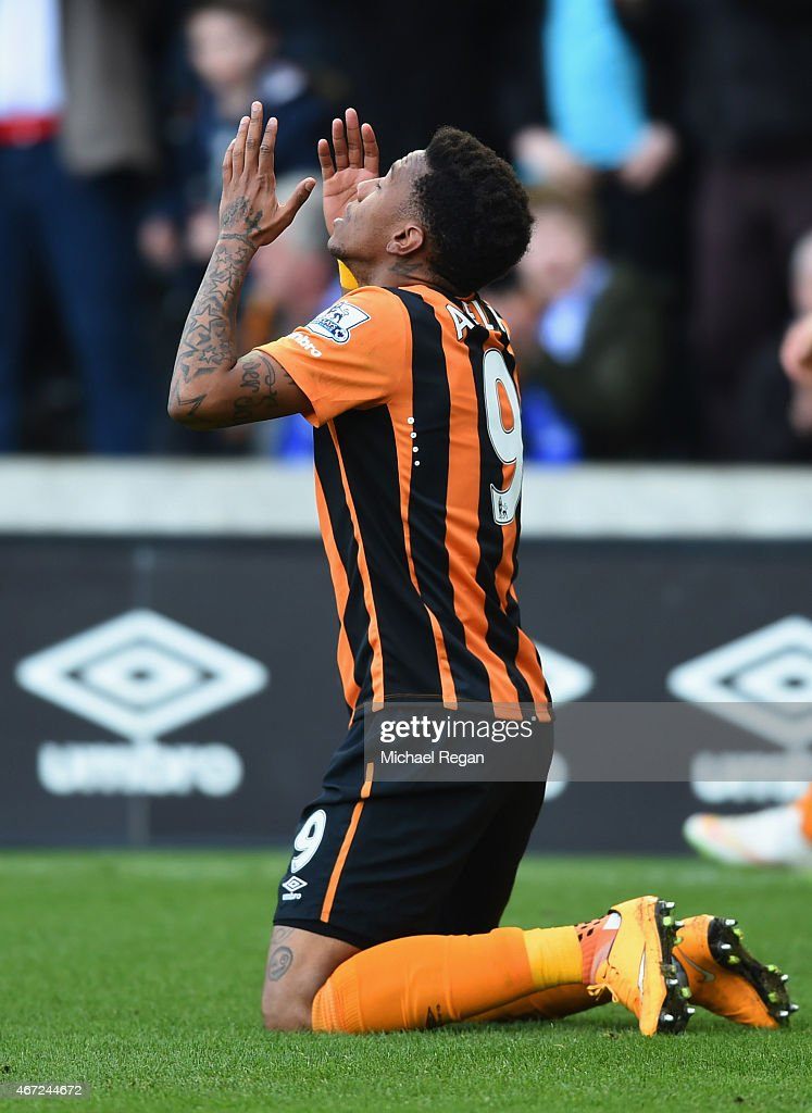 Abel Hernandez of Hull City as he scores their second goal during the Barclays Premier League match between Hull City and Chelsea at KC Stadium on March 22, 2015 in Hull, England.