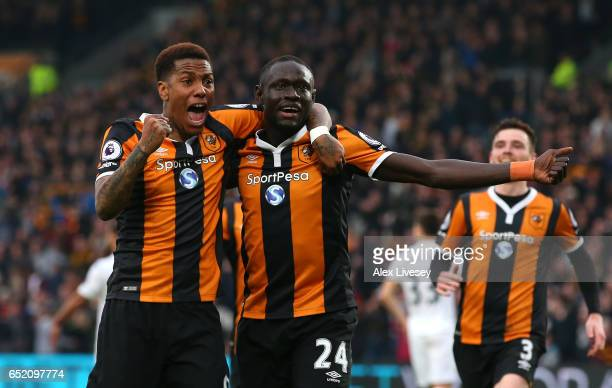 Abel Hernandez of Hull City celebrates scoring his sides first goal with Oumar Niasse of Hull City during the Premier League match between Hull City...