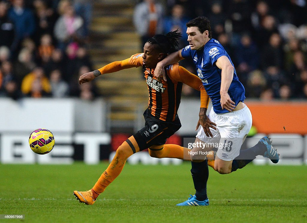 Abel Hernandez of Hull City is challenged by Gareth Barry of Everton during the Barclays Premier League match between Hull City and Everton at KC Stadium on January 1, 2015 in Hull, England.