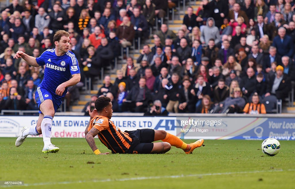 Abel Hernandez of Hull City (R) scores their second goal as Branislav Ivanovic of Chelsea looks on during the Barclays Premier League match between Hull City and Chelsea at KC Stadium on March 22, 2015 in Hull, England.