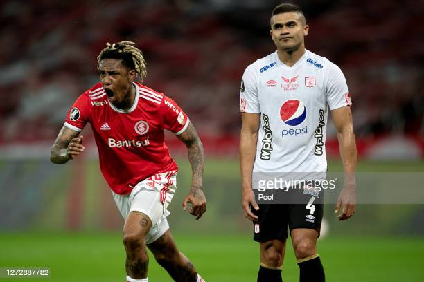 Abel Hernandez of Internacional celebrates after scoring the third goal of his team as Carlos Sierra of America d Cali looks dejected during a group...