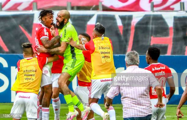 Abel Hernandez of Internacional celebrates with teammates after scoring the first goal of their team during the match against Gremio as part of...