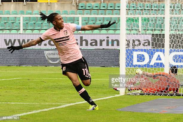 Abel Hernandez of Palermo celebrates after scoring the opening goal during the Serie B match between US Citta di Palermo and US Latina Calcio at...