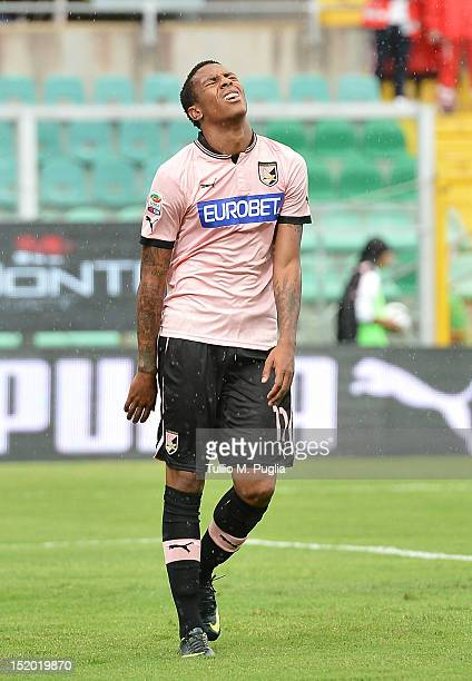 Abel Hernandez of Palermo looks dejected during the Serie A match between US Citta di Palermo and Cagliari Calcio at Stadio Renzo Barbera on...