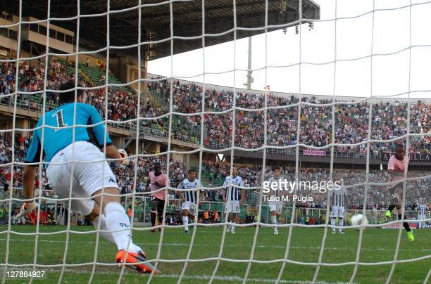 Abel Hernandez of Palermo scores a penalty past goalkeeper Zeljko Brkic of Siena during the Serie A match between US Citta di Palermo and AC Siena at...