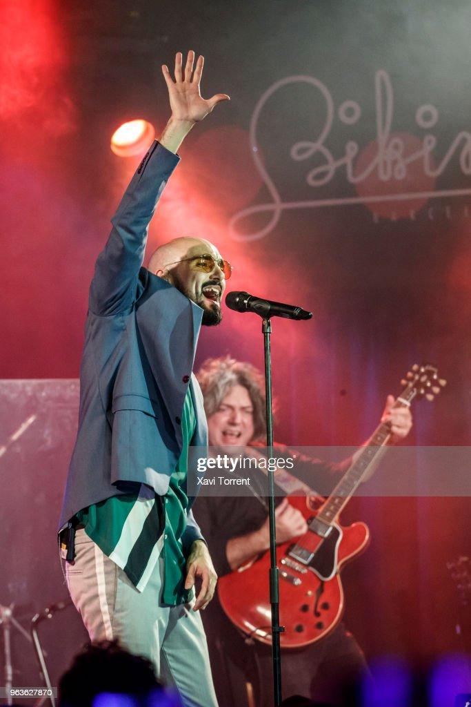 At May Bikini On 292018 Performs Pintos In Abel News Concert y6mYbf7vIg