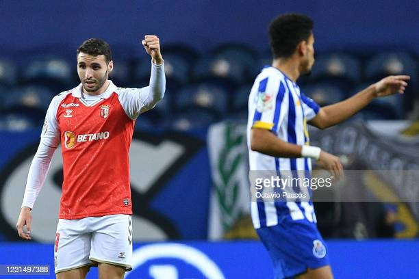 Abel Ruiz of SC Braga celebrates with team mates after scores his sides first goal during the Taca de Portugal Semi-Final Second Leg match between FC...