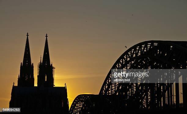Abendstimmung am Kölner Dom Hohenzollernbrücke Köln NordrheinWestfalen