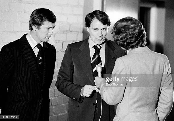 Aberdeen manager Alex Ferguson listens as Ipswich Town manager Bobby Robson is interviewed following the UEFA Cup 1st round 2nd leg at Pittodrie...