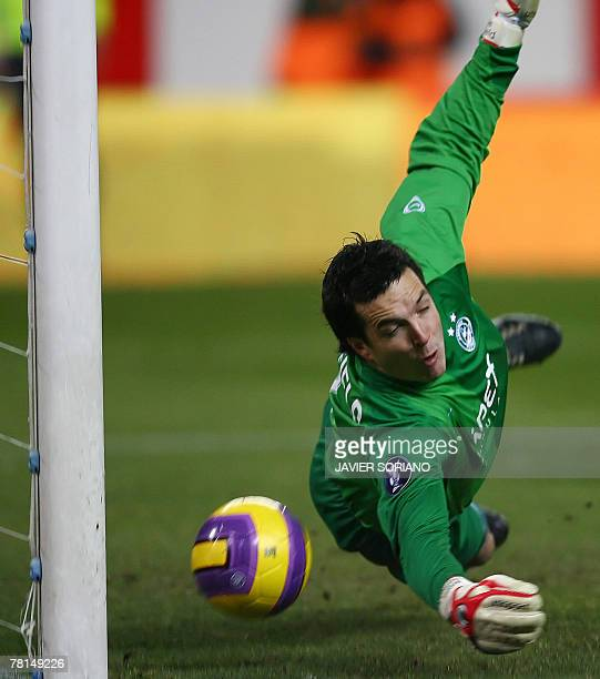 Aberdeen's goalkeeper Jamie Langfield tries stop a ball in the second goal of Atletico de Madrid during their UEFA Cup football match at Vicente...