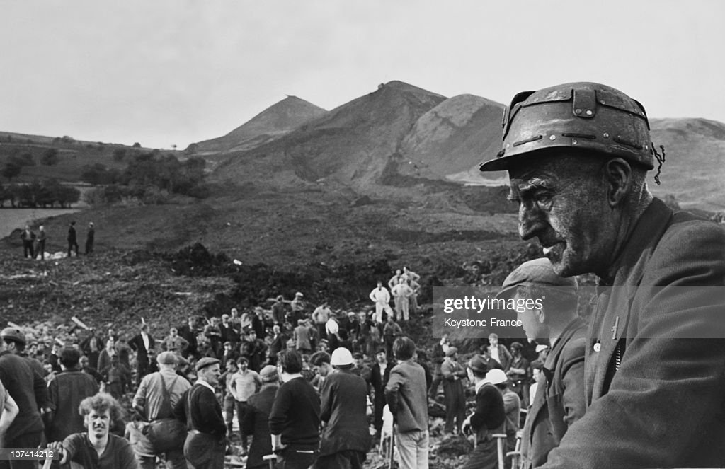 Aberfan Disaster, Devastated Miners During Rescue At Wales In United Kingdom On October 25Th 1966 : News Photo