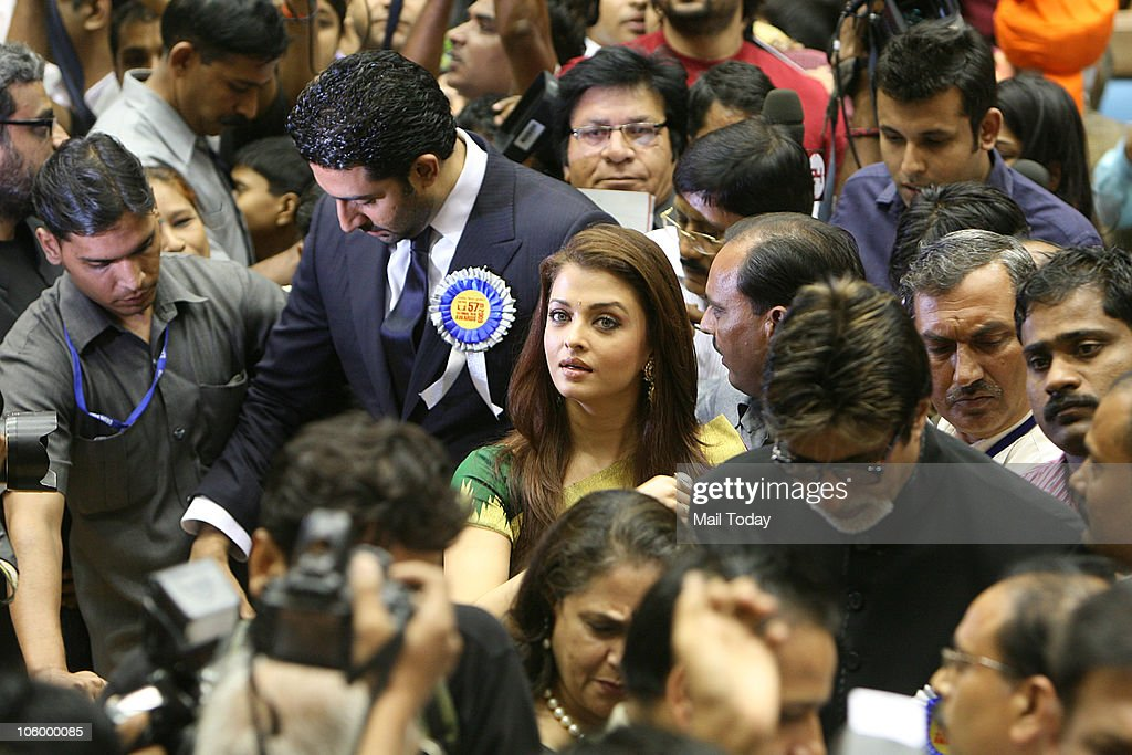 Abhishek Aishwarya and Amitabh Bachchan during the 57th National Film Awards function in New Delhi on October 22 2010