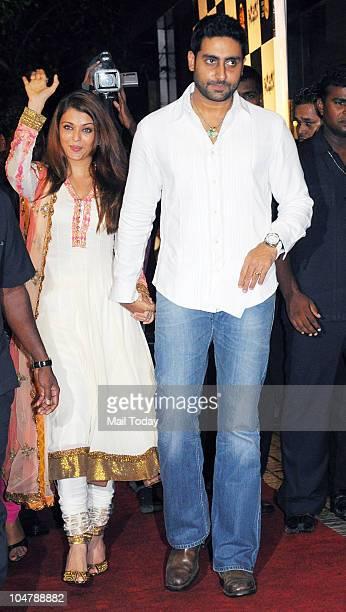 Abhishek and Aishwarya Rai Bachchan at the premiere of the film Robot in Mumbai on October 4 2010