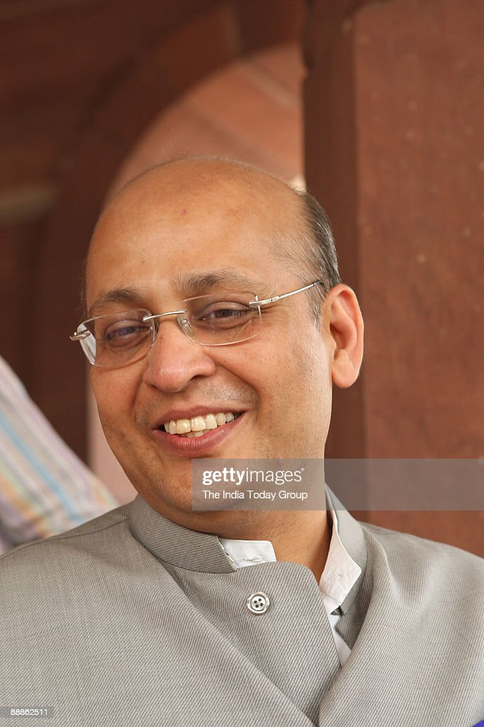 Abhishek Manu Sanghvi, Congress Spokesperson at Parliament House in New Delhi, India ( Abhishek Manu Singhvi, Parliament Session Oct-Dec-2008 ) : News Photo