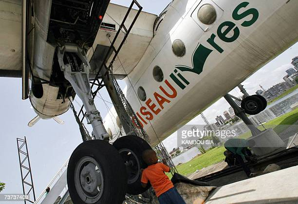 A pupils from Abidjan plays during a visit past the Fokker 27 named 'Oiseau Livre' 28 March 2007 the first plane of the first Ivorian President...