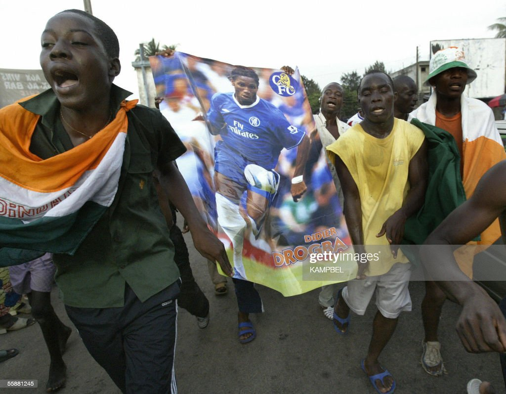 Ivorian fans jubilate with poster de Dro : News Photo