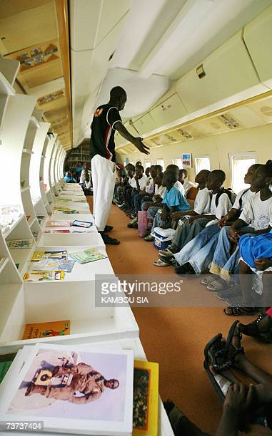 Pupils from severals suburbs of Abidjan listen to a librerian during a visit of the Fokker 27 named 'Oiseau Livre' 28 March 2007 the first plane of...