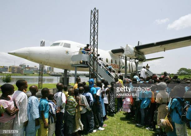 Pupils from severals suburbs of Abidjan queue to visit the Fokker 27 named 'Oiseau Livre' 28 March 2007 the first plane of the first Ivorian...