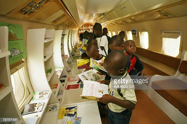 Pupils from severals suburbs of Abidjan read books during a visit of the Fokker 27 named 'Oiseau Livre' 28 March 2007 the first plane of the first...