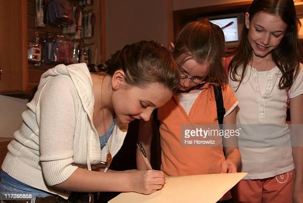 Abigail Breslin and girls auditioning for 'Kit Kittredge An American Girl Mystery'
