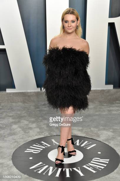Abigail Breslin attends the 2020 Vanity Fair Oscar Party hosted by Radhika Jones at Wallis Annenberg Center for the Performing Arts on February 09,...