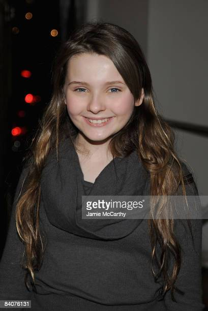"""Abigail Breslin attends the premiere of """"Marley & Me"""" at the Tribeca Cinemas Gallery on December 17, 2008 in New York City."""