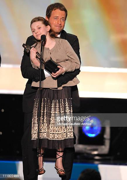"Abigal Breslin and Greg Kinnear, winners Outstanding Performance by a Cast in a Motion Picture for ""Little Miss Sunshine"" 12865_MC_0833.jpg"
