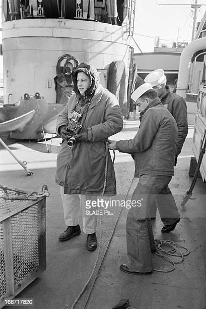 Aboard The Shark Submarine En Mars 1963 reportage sur le sousmarin atomique 'Shark' et son équipage lors d'une plongée en mer à la base de New London...