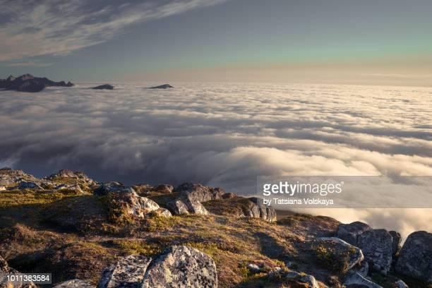abobe the couds dramatic arctic landscape, lofoten islands, norway - dramatische landschaft stock-fotos und bilder