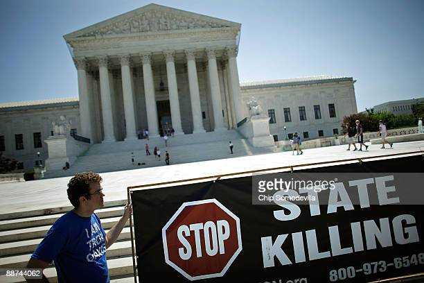 Abolitionist Action Committee member Bo Chamberlin of Columbus Ohio fasts with other death penalty opponents in front of the US Supreme Court June 29...