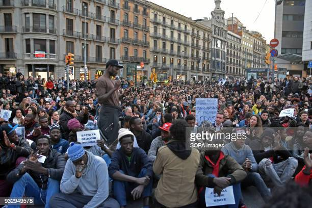 About 200 people according to the Local Police of Barcelona have rallied this afternoon in Barcelona in solidarity with an illegal seller who died...