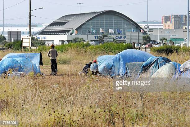 About thrirty clandestine people mostly from Iraqi Kurdistan Iran and Afghanistan settle a tent camp on a private field 17 October 2007 in front of...